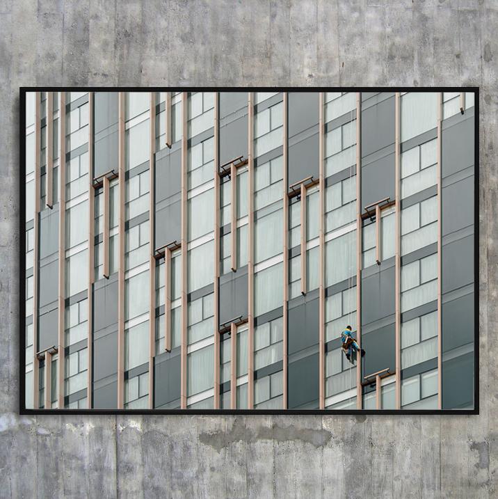 «Cliffhanger» - 50x40 cm, 70x50 cm, 100x70 cm